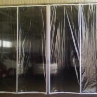 工場出入り口の風除けカーテン新設2