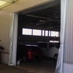 工場出入り口の風除けカーテン新設1