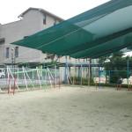 幼稚園の園庭紫外線避けメッシュシェルター2