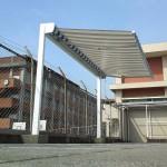 プールサイドテントの独立ロールオーニング1