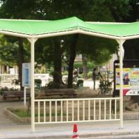 バス停の雨除けテント2