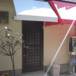 玄関前の雨除けテント1
