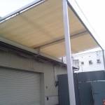 倉庫前の開閉テント