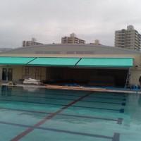 体育館前のプールサイドのオーニング1