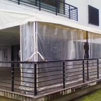雨除けテントとカーテン1